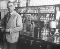 ولد العالم والطبيب أوتو فاربورغ Otto Heinrich Warburg