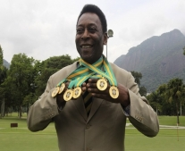 ولد لاعب كرة القدم البرازيلي ببيليه Pelé