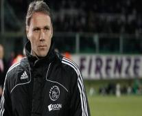 ولد لاعب كرة القدم الهولندي فان باستن Marco van Basten