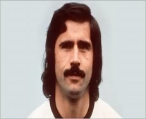 ولد لاعب كرة القدم الألماني جيرد مولر Gerd Müller