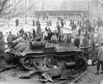 ربع مليون جندي وألف دبابة سوفييتية تجتاح المجر لسحق الثورة