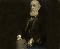 ولد الكاتب الدبلوماسي الأمريكي أندرو وايت Andrew Dickson White