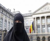 البرلمان البلجيكي يصوت على نص يحظر إرتداء النقاب في الأماكن العامة في بلجيكا ومن ضمنها الشوارع