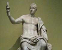 ولد الإمبراطور نيرفا أول الأباطرة الأنطونيين الرومان