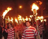 القبض على جاي فوكس ويحتفل كل عام بليلة البون فاير Bonfire Night