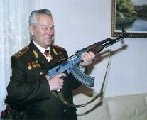 ولد المخترع الروسى ميخائيل كَلاشْنِكوف Михаи́л Тимофе́евич Кала́шников