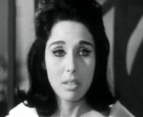ولدت الممثلة لبنى عبد العزيز