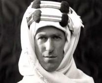 توماس إدوارد لورانس ينشر تقريراً عن الشؤون العربية