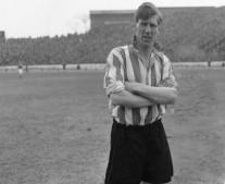 وفاة لاعب كرة القدم الإنجليزي لين شاكليتون Len Shackleton
