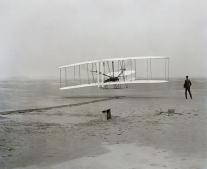 أول تجربة طيران ناجحة قام بها الأخوان رايت
