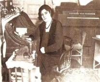 ولدت الشاعرة اللبنانية مي زيادة