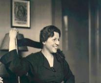 توفيت الأديبة الأمريكية بيرل بوك Pearl S. Buck