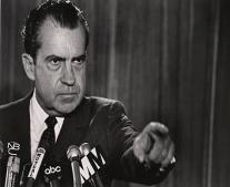 توفي رئيس الوزراء الأمريكي الأسبق ريتشارد ميلهاوس نيكسون Richard Nixon