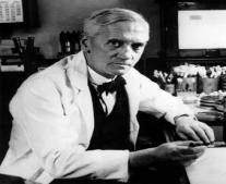 الطبيب البريطاني ألكسندر فلمنج يكتشف البنسلين