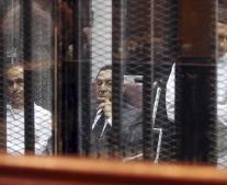 الحكم على الرئيس المعزول محمد حسني مبارك ووزير داخليته حبيب العادلي بالسجن المؤبد بعد إدانتهما بقتل المتظاهرين أثناء ثورة 25 يناير