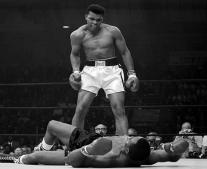 اعتزال الملاكم العالمي محمد علي كلاي