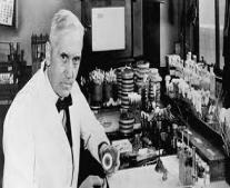"""ألكسندر فلمنج""""Alexander Fleming"""" يكتشف دواء البنسلين """"Penicillin"""""""