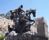 انتصار المسلمين بقيادة صلاح الدين الأيوبي على الصليبيين في معركة حطين