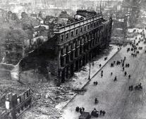الأيرلنديون يقومون بانتفاضة وطنية ضد الحكم البريطاني أثناء الحرب العالمية الأولى