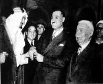 جمال عبد الناصر وفيصل بن عبد العزيز آل سعود يجتمعان في جدة لحل المشكلة اليمنية