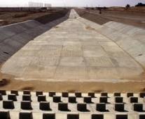 معمر القذافي يضع حجر الأساس لتشييد النهر الصناعي العظيم في ليبيا