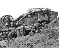 دخول أول دبابة إلى ساحة القتال على أيدي البريطانيين