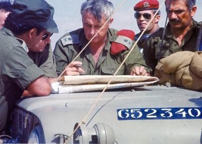 تدفق القوات الاسرائلية على منطقة غرب القناه بقيادة ارائيل شارون