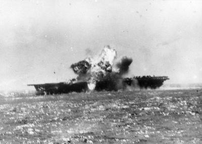 """اليابان تبدأ هجمات كاميكازي """"معركة خليج ليت"""""""