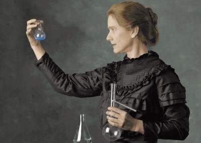 ولدت عالمة الفيزياء والكيمياء ماري كوري Marie Curie