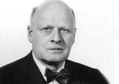 ولد العالم النرويجي لارس أونساجر Lars Onsager