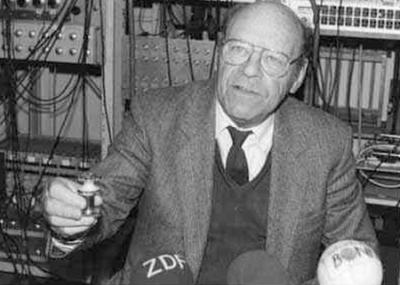 وفاة الفيزيائي الألماني ولفجانج بول Wolfgang Paul