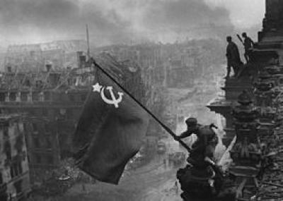 سقوط برلين في نهاية الحرب العالمية الثانية