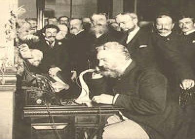 أول اتصال تلفوني دولي من نيويورك إلى لندن