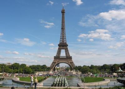 بداية بناء برج ايفيل بفرنسا