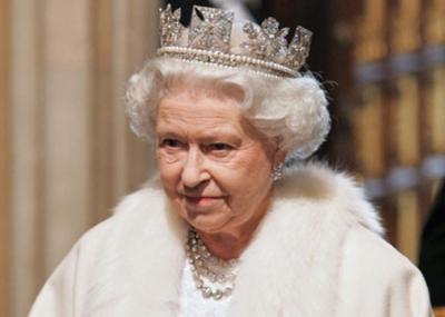 توجت إليزابيث الثانية ملكة على المملكة المتحدة