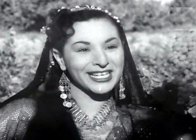 ولدت المغنية المصرية عصمت عبد العليم