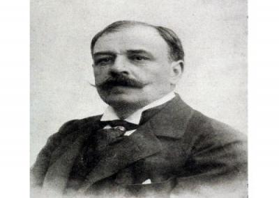 ولد الكاتب الفرنسي أوكتاف ميربو Octave Mirbeau