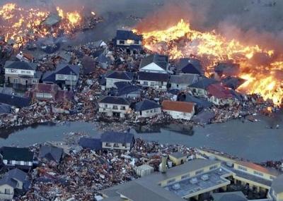 نشب زلزال زلزال تسونامي توهوكو 2011 باليابان