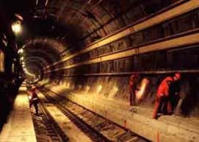 بدأ استعمال نفق المانش (Channel Tunnel)