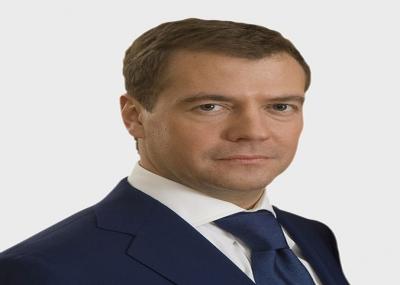 دميتري ميدفيديف يتولى الرئاسة في روسيا الإتحادية خلفًا لفلاديمير بوتين