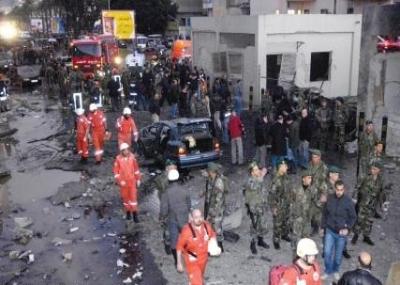سيارة مفخخة تفجر السفارة الأمريكية ببيروت.