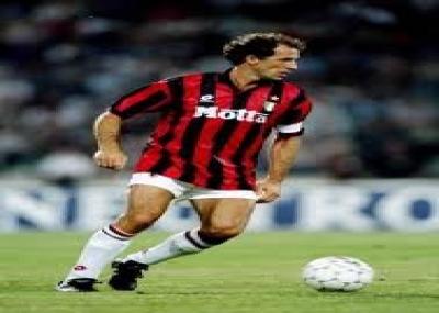 ولد فرانكو باريزي، لاعب ومدرب كرة قدم إيطالي.