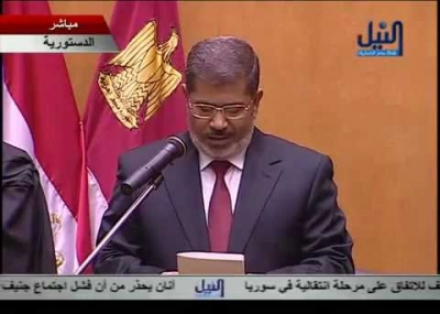 محمد مرسي يؤدي اليمين الدستورية أمام المحكمة الدستورية