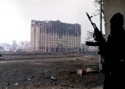 توقيع إتفاقية السلام بين جمهورية الشيشان وروسيا الإتحادية
