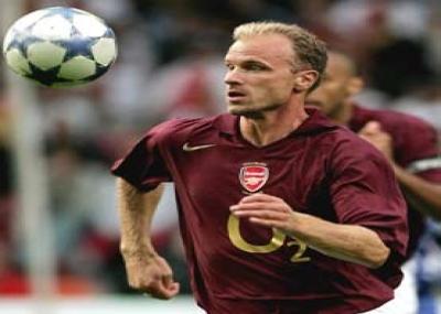 ولد لاعب كورة القدم دينيس بيركامب (Dennis Bergkamp)
