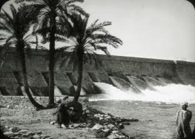 جمال عبد الناصر يحتفل بتحويل مجرى نهر النيل عند السد العالي