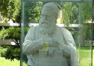 ولد الشاعر الفارسى عمر الخيام