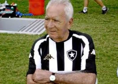 ولد لاعب كرة القدم دوس سانتوس (Nilton dos Santos)