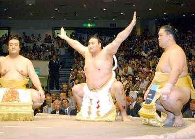 تاكانوهانا كوجي يحصل على بطولة السومو