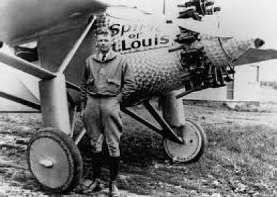 أول من عبر المحيط على متن طائرة تشارلز لندبرغ Charles Lindbergh